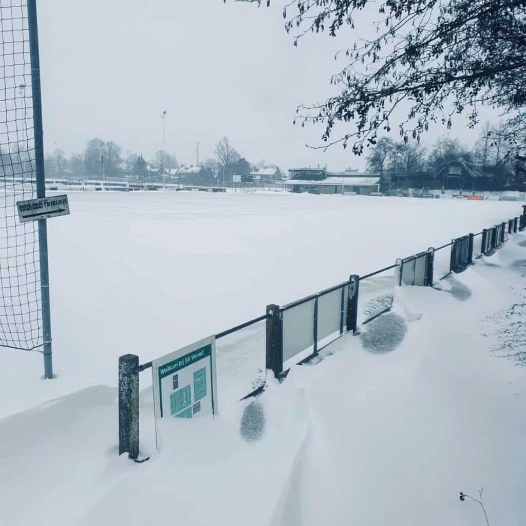Complex Vrone in de sneeuw